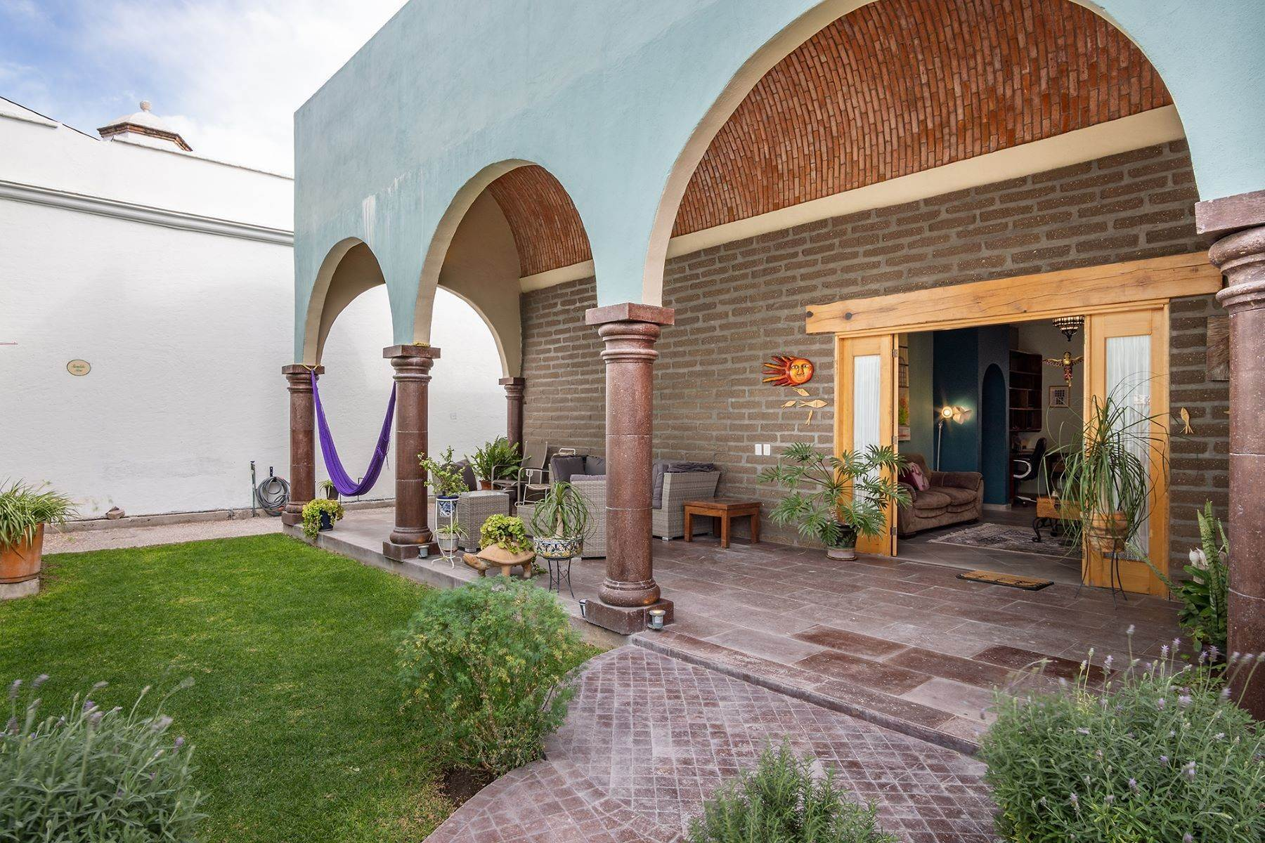 5. Single Family Homes for Sale at Casa Jardin Fray Juan de San Miguel San Miguel De Allende, Guanajuato 37790 Mexico