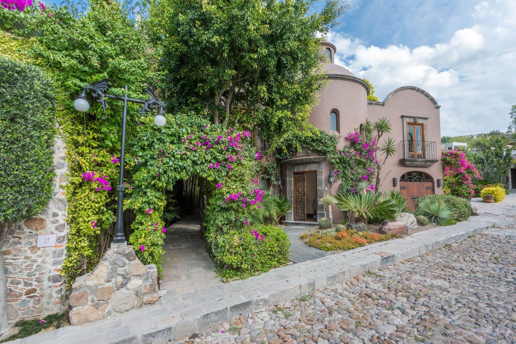 Single Family Homes for Sale at Casa del Parque Villas del parque 24 San Miguel De Allende, Guanajuato 37700 Mexico