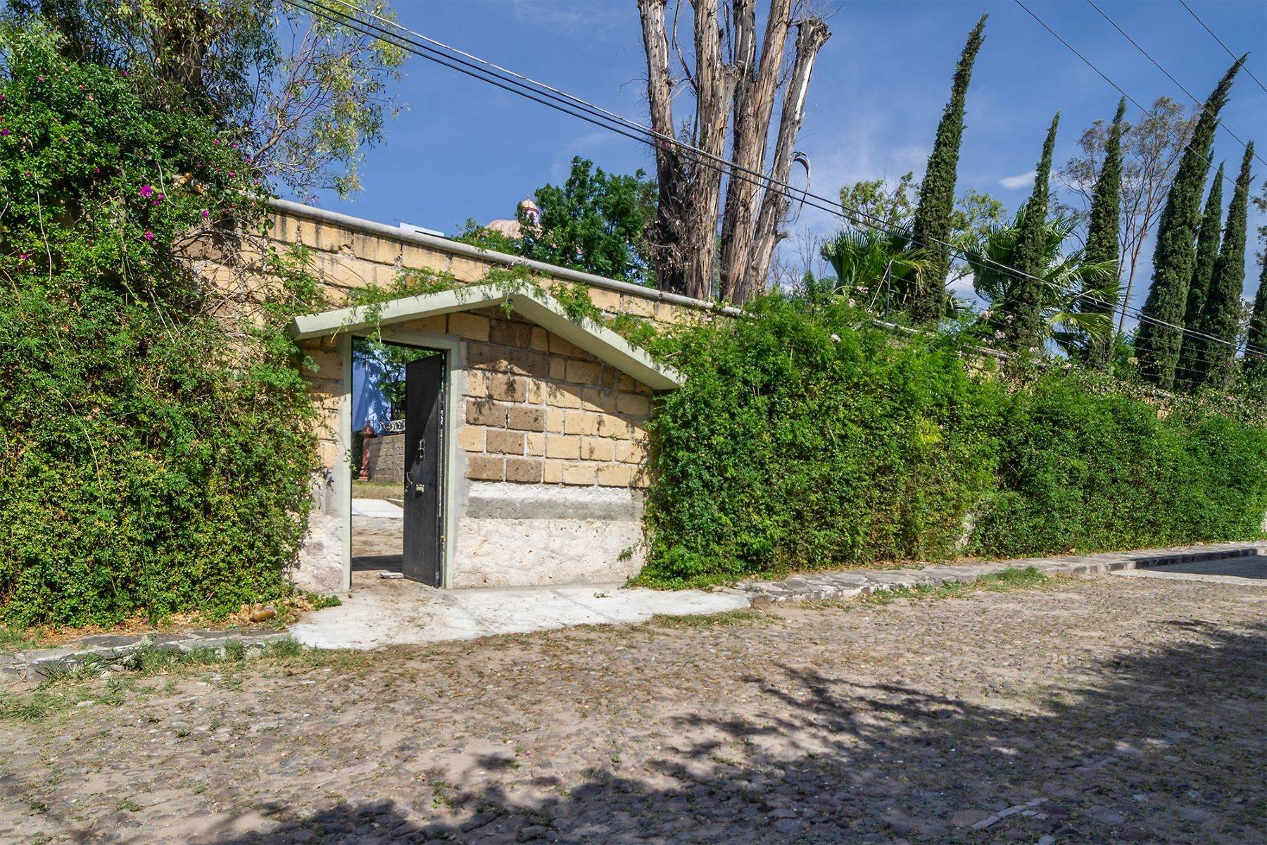1. Land for Sale at Lote Pocitos Los Frailes, San Miguel De Allende, Guanajuato Mexico