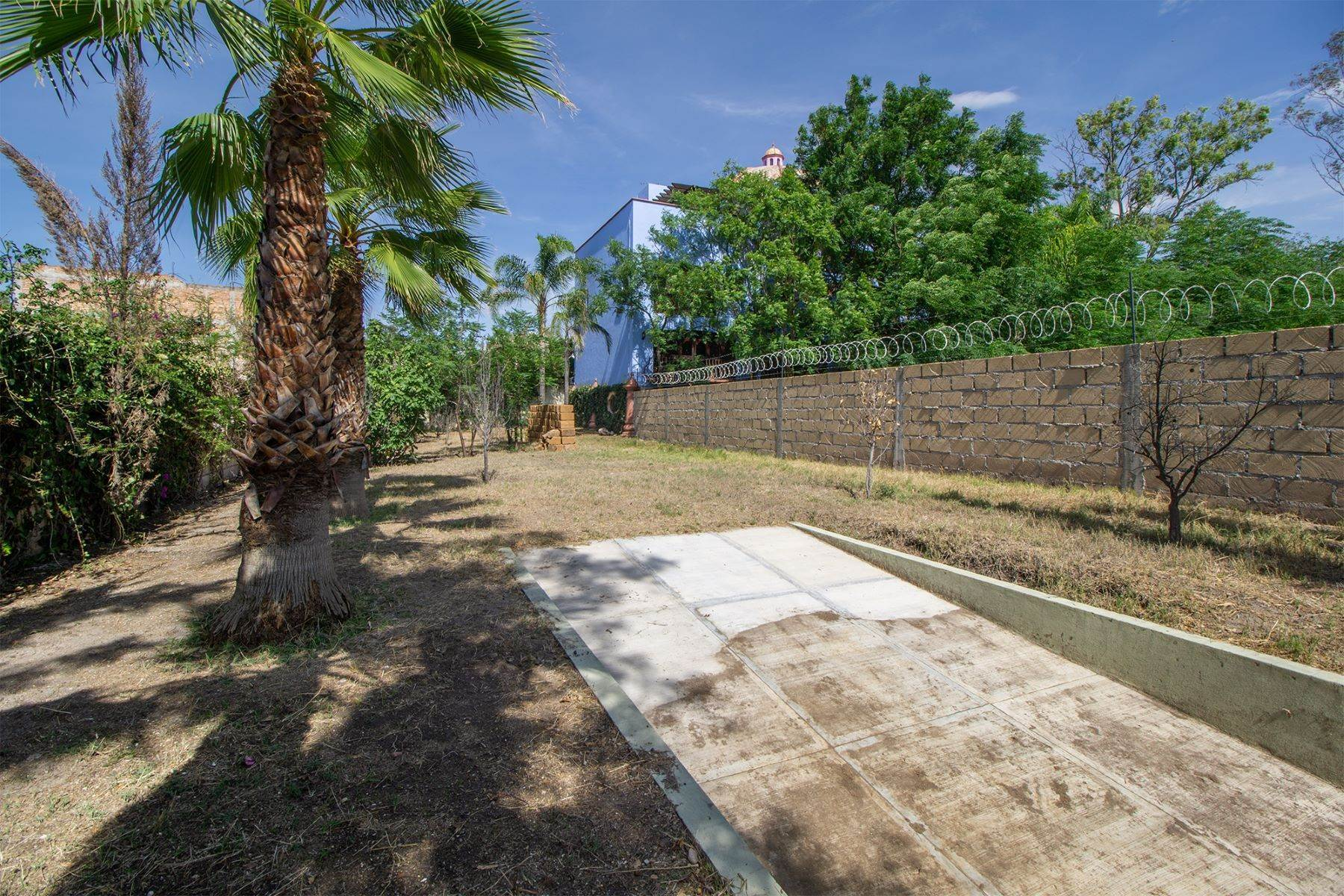 4. Land for Sale at Lote Pocitos Los Frailes, San Miguel De Allende, Guanajuato Mexico