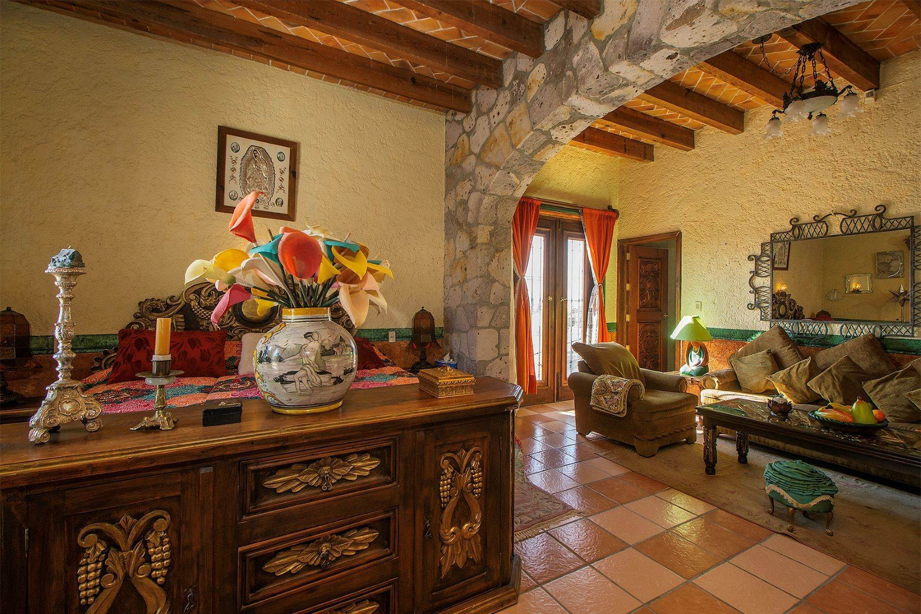 11. Single Family Homes for Sale at CASA COLONIAL CASA MEXICANA, Col. Independencia San Miguel De Allende, Guanajuato 37732 Mexico