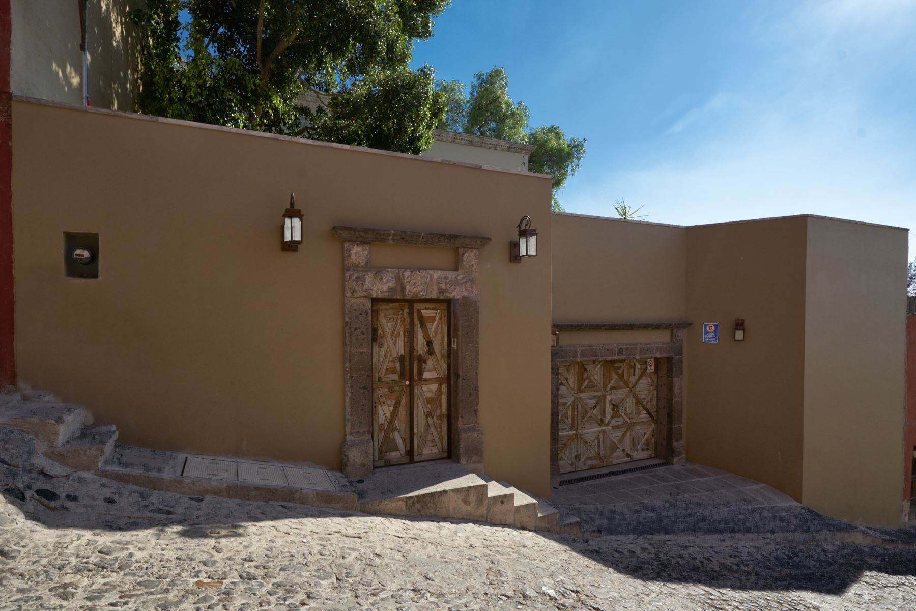 49. Single Family Homes for Sale at Villa Sonoma Bajada de La Garita San Miguel De Allende, Guanajuato 37700 Mexico