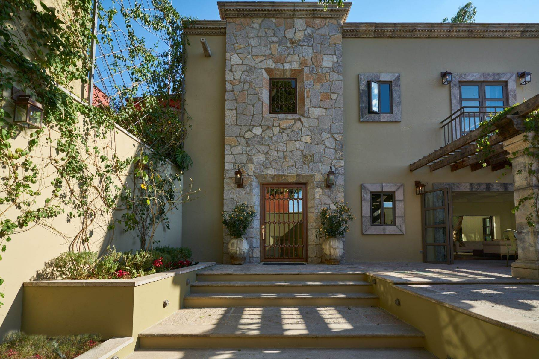 2. Single Family Homes for Sale at Villa Sonoma Bajada de La Garita San Miguel De Allende, Guanajuato 37700 Mexico