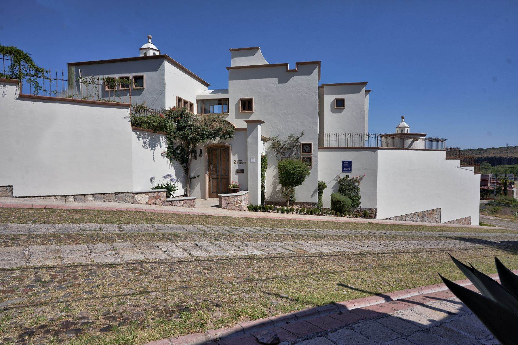 Single Family Homes for Sale at Casa Sandra Privada del Arroyo 2 San Miguel De Allende, Guanajuato 37720 Mexico