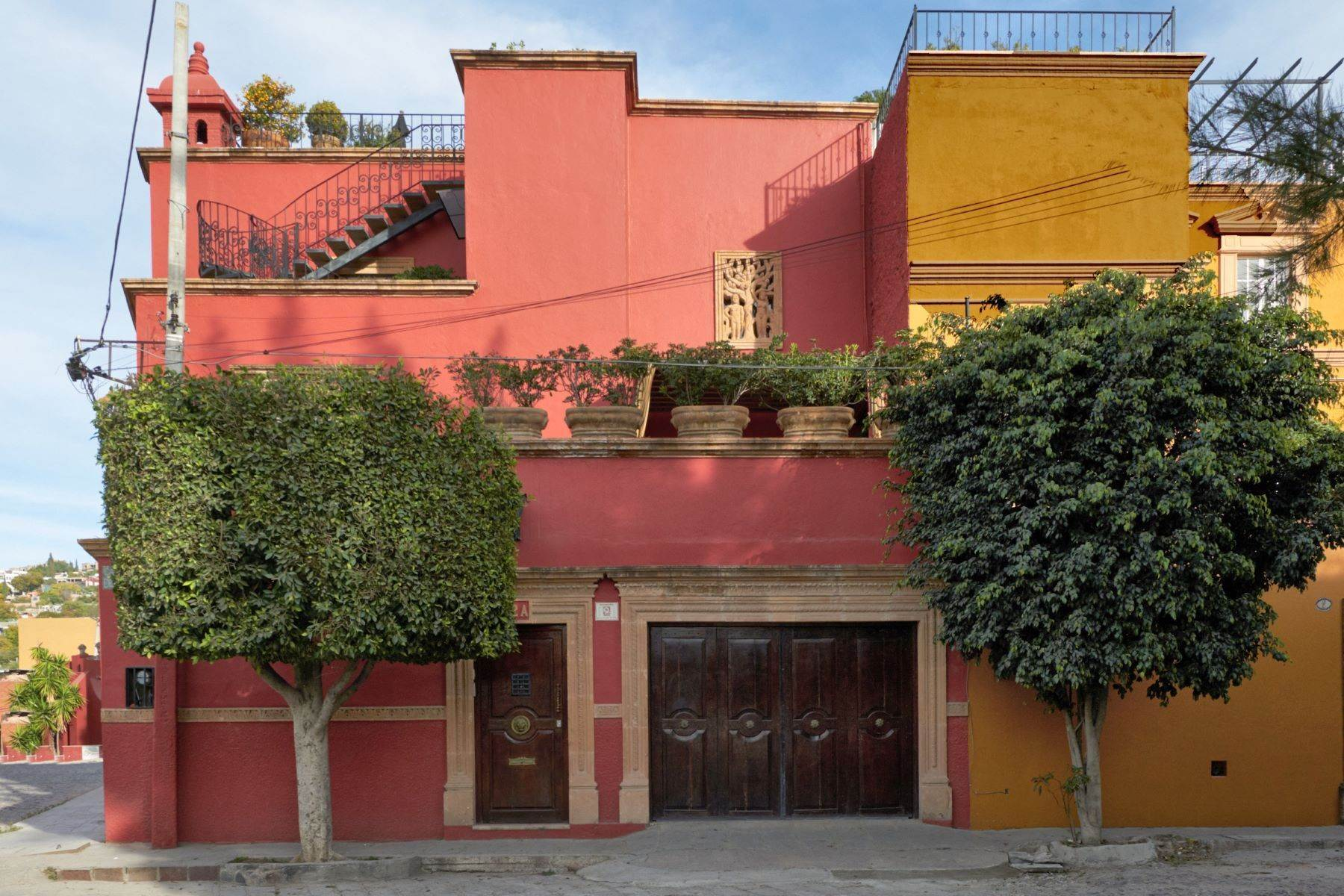 Single Family Homes for Sale at Callejón del Cardo 2A San Miguel De Allende, Guanajuato 37700 Mexico