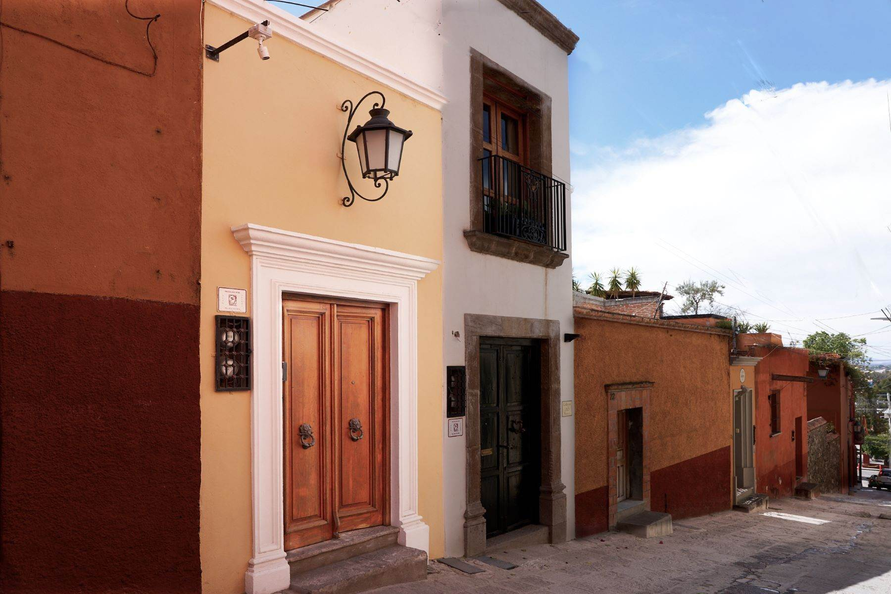 Single Family Homes for Sale at Casa Bendita Callejon Blanco 18 San Miguel De Allende, Guanajuato 37700 Mexico