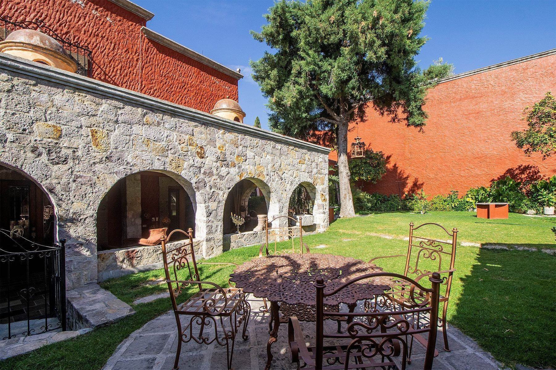 22. Single Family Homes for Sale at CASA COLONIAL CASA MEXICANA, Col. Independencia San Miguel De Allende, Guanajuato 37732 Mexico