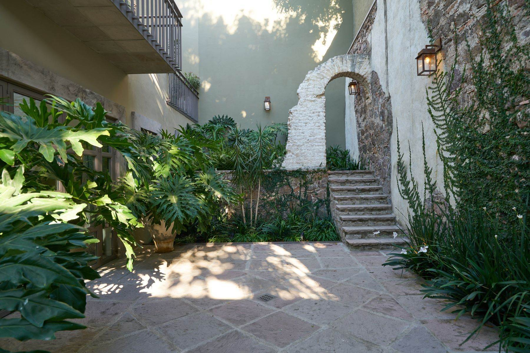 17. Single Family Homes for Sale at Villa Sonoma Bajada de La Garita San Miguel De Allende, Guanajuato 37700 Mexico