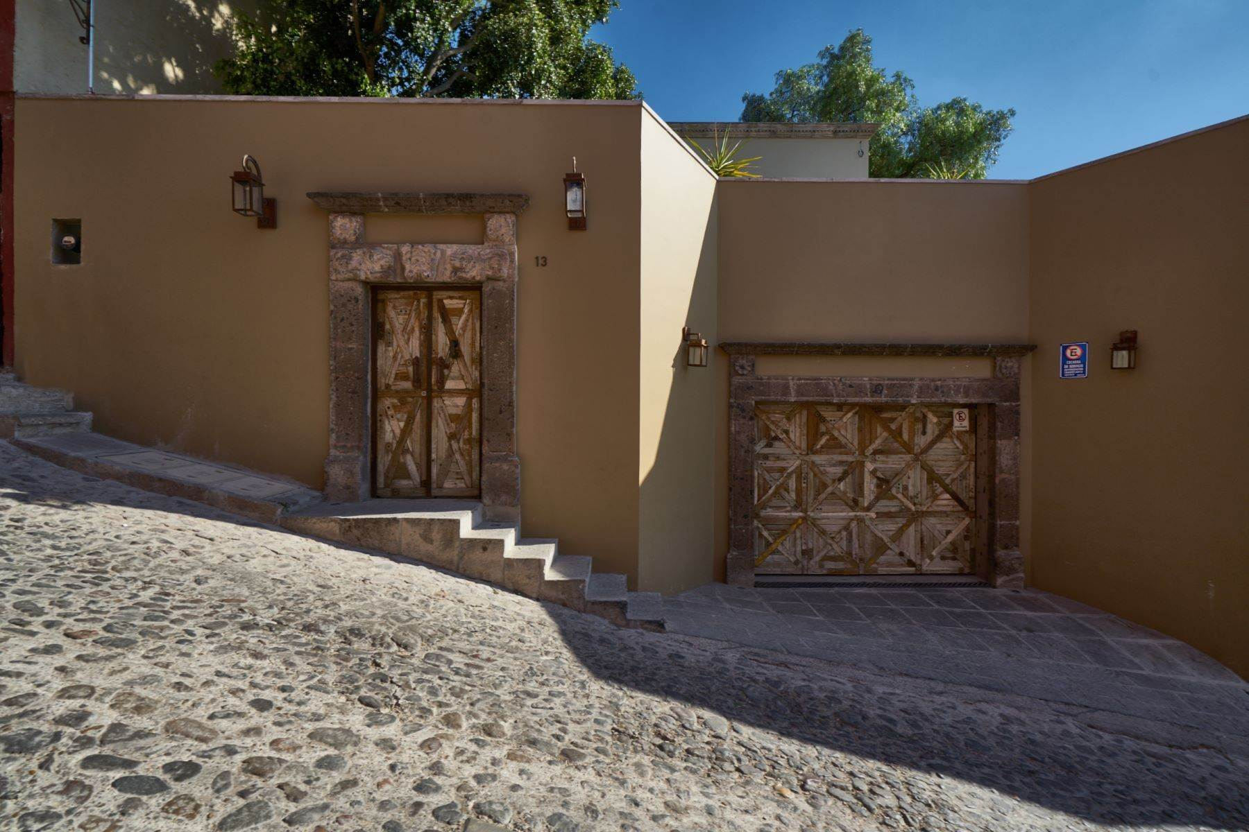 48. Single Family Homes for Sale at Villa Sonoma Bajada de La Garita San Miguel De Allende, Guanajuato 37700 Mexico